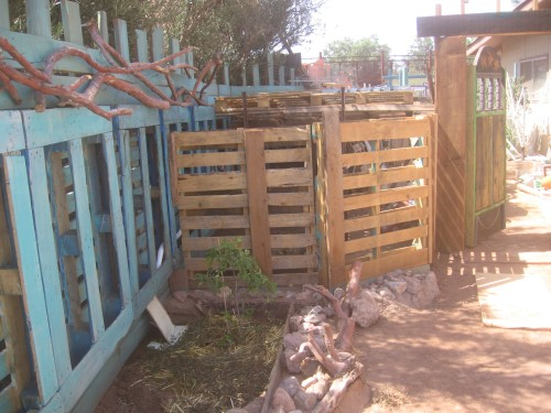 This unpainted end of the pallet fence will be sculpted at the top (still the secret how) and stuccoed